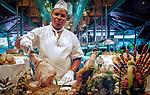 Dominikanische Republik, Punta Cana, Bavaro Palace Hotel, Koch steht am Buffet | Dominican Republic, Punta Cana, Bavaro Palace Hotel, chef standing behind the buffet