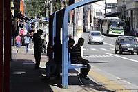 Campinas (SP), 25/03/2021 - Covid-SP - Av Campos Salles. Movimentacao na regiao central de Campinas, no interior de Sao Paulo, nesta quinta-feira (25). A cidade vai ampliar as medidas restritivas na quarentena a partir desta sexta-feira (26). Com as novas regras, sera permitido o acesso de apenas uma pessoa por familia em servicos essenciais, como supermercados e padarias, e o drive-thru sera exclusivo para alimentacao - comercio em geral podera atender somente por delivery. (Foto: Denny Cesare/Codigo 19/Codigo 19)