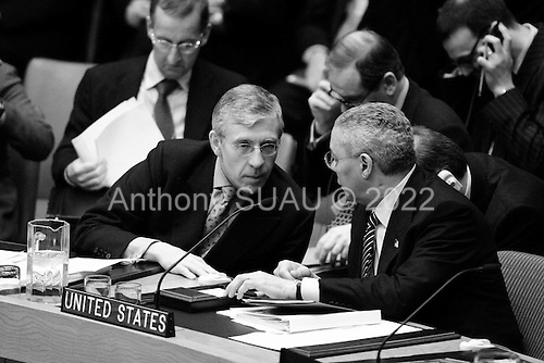 New York, New York.USA.March 7, 2003..The United Nations Security Council meets on the crisis in Iraq...The British Foreign Minister Jack Straw (left) and US Secretary of State Colin Powell share a moment at the Security Council meeting.