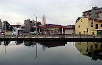 Trezzano Sul Naviglio, paese a sud - ovest di Milano. Distributore di benzina IP lungo il Naviglio Grande --- Trezzano Sul Naviglio, small village south west of Milan. IP petrol station along the Naviglio Grande channel