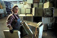 - Waste Digestion consortium of Carpi Modena) - TRED (Dismissed Electric Households Treatment), refrigerators dismantlement....- Consorzio Smaltimento Rifiuti di Carpi (Modena), TRED (Trattamento Elettrodomestici Dismessi), smontaggio frigoriferi