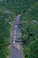 Ciclistas no Tour de Santa Catarina. 2006. Foto de  Caetano Barreira