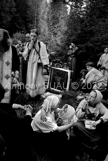 Kirov (Vyatka) Region, Russia  .1998.At the end of the second day the priests lose their way between the fields and the forest. The crowd, of nearly 2000 people, follows them around endlessly for hours until they find the way. Most of the pilgrims have had only slept 3 hours the night before..