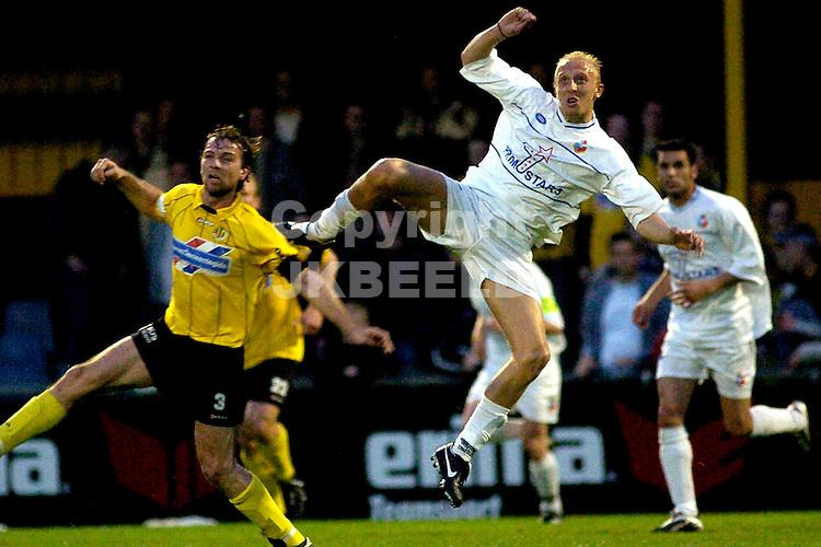 veendam - telstar gouden gids divisie seizoen 2004-2005 15-04-2005 slor in duel met johan pater