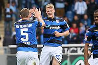 Lukas Gugganig und Manuel Konrad (FSV) freuen sich über die vereitelte Chance der Gäste - FSV Frankfurt vs. TSV 1860 München, Frankfurter Volksbank Stadion