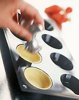 Gastronomie générale / Cuisine générale / Patisserie: Poussoir à foncer  pour que la pâte épouse  bien la forme
