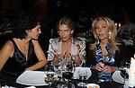 """PATRICIA GUGLIELMI CON SOFIA D'ASBURGO E ANTONELLA RODRIGUEZ<br /> VERNISSAGE """"ROMA 2006 10 ARTISTI DELLA GALLERIA FOTOGRAFIA ITALIANA"""" AUDITORIUM DELLA CONCILIAZIONE ROMA 2006"""
