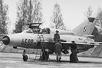 """- Polish air force, 1th air defense regiment """"Warszawa"""", soviet built fighter aircraft Mig 21 (may 1991)....- aviazione militare Polacca, 1° reggimento difesa aerea """"Warszawa"""", aereo da caccia Mig 21 di costruzione sovietica (maggio 1991)"""