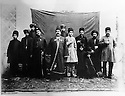 Iran 1895 Mirza Sadegh, Kurdish dignitary with his family and servants. On his left, with a white suit, his nephew Farrajolah Assef  <br /> Iran 1895 Mirza Sadegh, dignitaire kurde, entouré de sa famille et de ses serviteurs avec a sa gauche, Farrajollah Assef, en vêtement clair, son neveu.<br /> ئیران سالی 1895 , ئه وه ی که له ناوه راست ده بینری میرزا سادق که پیاویکی ئه شراف و به ناوه , له نیو بنه ماله ی و خزمه تکاره کانییتی . له لای چه پیه وه , نه وه که ی فه ره جولا ئاسف به جل و به رگی سپی