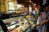 Italien, Ischia, Eisverkauf auf Corso Vittoria Colonna in Porto