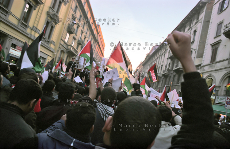 Milano, manifestazione contro l'attacco di Israele alla Striscia di Gaza --- Milan, demonstration against the attack of Israel to the Gaza Strip