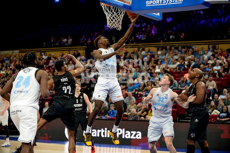 GRONINGEN - Basketbal, Donar - Apollo Amsterdam , Dutch Basketbal League, seizoen 2021-2022, 26-09-2021, score van Donar speler Amanze Egekeze