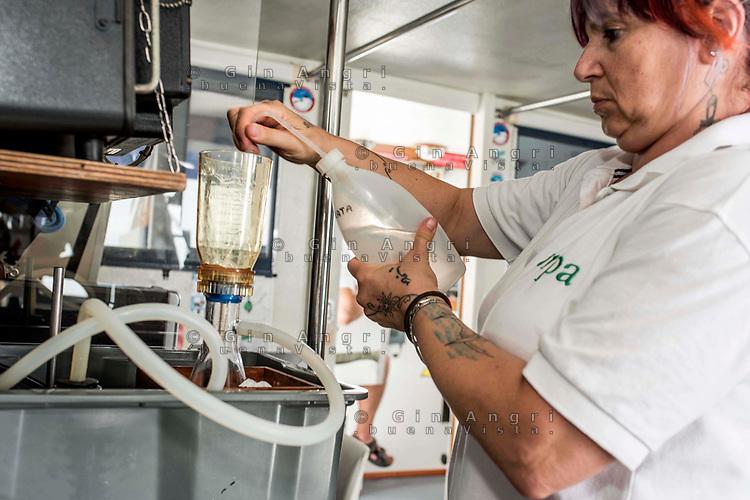 struttura oceanografica Daphne di Arpae Emili Romagna controllo ambientale del mare Adriatico da Goro a Cattolica dalla costa fino alle 12 miglia al confine delle acque territoriali. Controllo dei parametri chimico-fisici, nutrienti, fitoplancton, mesozooplancton, plancton gelatinoso,mucillagini. Stato di salute del mare Adriatico, preservare l'ambiente marino, analisi nutrienti