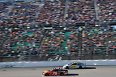 Monster Energy NASCAR Cup Series<br /> Hollywood Casino 400<br /> Kansas Speedway, Kansas City, KS USA<br /> Sunday 22 October 2017<br /> Martin Truex Jr, Furniture Row Racing, Bass Pro Shops / Tracker Boats Toyota Camry, Michael McDowell, Leavine Family Racing, TWD Chevrolet SS<br /> World Copyright: John K Harrelson<br /> LAT Images