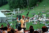 Charles Dutoit<br />  et l'OSM en plein air<br /> circa 2000<br /> <br /> <br /> PHOTO :  Agence Quebec Presse