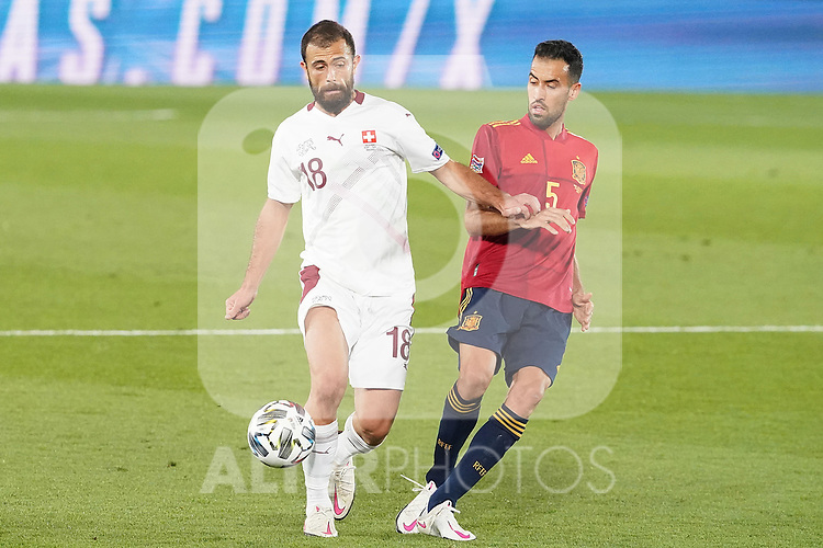 Spain's Sergio Busquets (r) and Switzerland's Admir Mehmedi during UEFA Nations League 2020 League Phase match. October 10,2020.(ALTERPHOTOS/Acero)