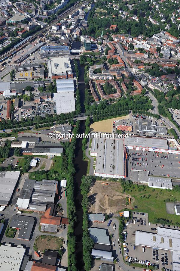 Schleusengraben: EUROPA, DEUTSCHLAND, HAMBURG, (EUROPE, GERMANY), 17.06.2010:Schleusengraben, Vierlandenstrasse, Weidenbaumsweg, Bergedorf,  Zentrum, Uebersicht,  Stadtansicht,  Baustelle, Neubau, Bau, Baugrundstueck, BAB Bergedorf, Luftbild, Luftansicht, Air, Aufwind-Luftbilder..c o p y r i g h t : A U F W I N D - L U F T B I L D E R . de.G e r t r u d - B a e u m e r - S t i e g 1 0 2, .2 1 0 3 5 H a m b u r g , G e r m a n y.P h o n e + 4 9 (0) 1 7 1 - 6 8 6 6 0 6 9 .E m a i l H w e i 1 @ a o l . c o m.w w w . a u f w i n d - l u f t b i l d e r . d e.K o n t o : P o s t b a n k H a m b u r g .B l z : 2 0 0 1 0 0 2 0 .K o n t o : 5 8 3 6 5 7 2 0 9.C o p y r i g h t n u r f u e r j o u r n a l i s t i s c h Z w e c k e, keine P e r s o e n l i c h ke i t s r e c h t e v o r h a n d e n, V e r o e f f e n t l i c h u n g  n u r  m i t  H o n o r a r  n a c h M F M, N a m e n s n e n n u n g  u n d B e l e g e x e m p l a r !.