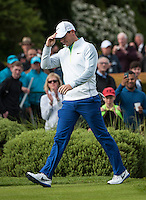 21.05.2015. Wentworth, England. BMW PGA Golf Championship. Round 1.  Defending champion Rory Mcilroy [NIR] walks on to the first tee for his first round of the 2015 BMW PGA Championship from The West Course Wentworth Golf Club