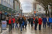 Last minute Christmas shoppers in Oxford Street, in Swansea, Wales, UK. Saturday 22 December 2018