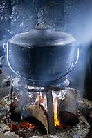 """Europe/France/Normandie/Basse-Normandie/61/Orne/Saint-Maurice-sur-Huisne : Restaurant-brocante """"Le Presbytère"""" - La potée cuit dans son chaudron  // Europe / France / Normandy / Lower Normandy / 61 / Orne / Saint-Maurice-sur-Huisne: Restaurant-flea market """"Le Presbytère"""" - The hotpot cooked in its cauldron"""