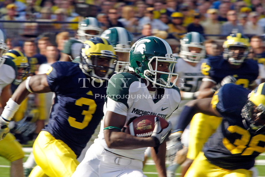 Michigan State wide receiver Keshawn Martin (82) rushes on the carry  in the first quarter of an NCAA college football game with Michigan, Saturday, Oct. 9, 2010, in Ann Arbor, Mich. (AP Photo/Tony Ding)