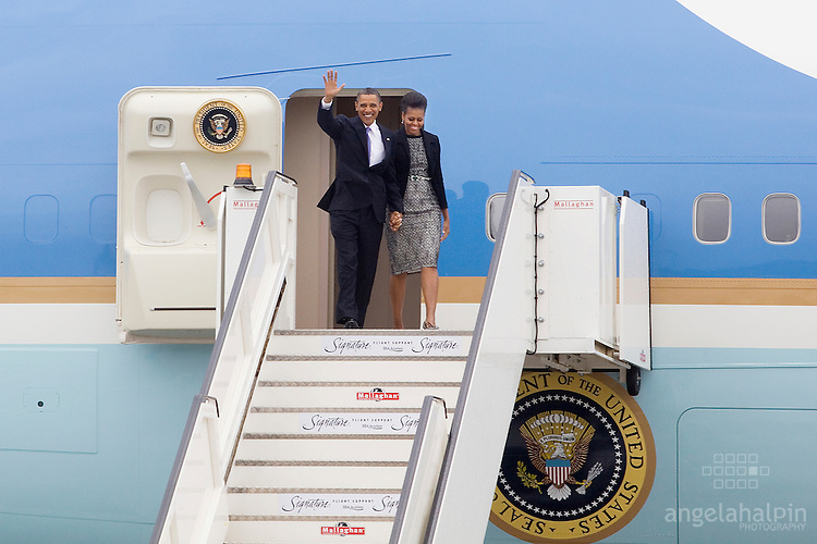 Barack and Michelle Obama step off Air Force One at Dublin Airport