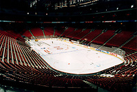 1996 File Photo.Inside view of the Molson Centre.The Quebec Caisse de DÈpÙt recently annonce a loan to US Bussiness man Gillet to help him buy the Molson Center and the Canadien hockey team.Photo by Pierre Roussel /Liaison.NOTE : rawscan from 35mm neg