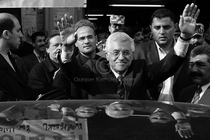 Palestinian President and, PLO leader Mahmoud Abbas (C) salutes supporters in Tulkarem, December 29, 2004.  Photo by Quique Kierszenbaum