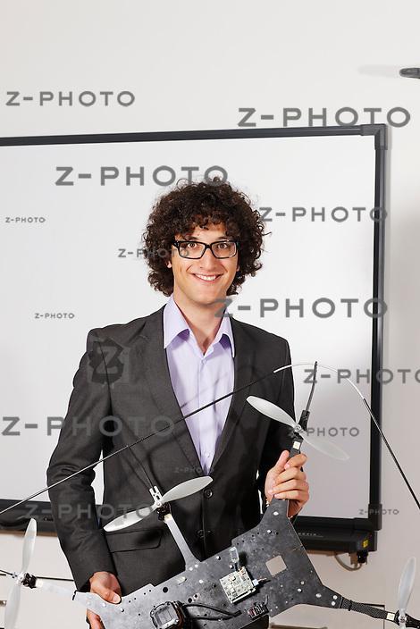 Portrait von Sammy Omari von der ETH-Spin-off Firma Skybotix AG, im Hauptsitz an der ETH Zuerich an der Tannenstrasse 3 am 31. Mai 2011..Copyright © Zvonimir Pisonic