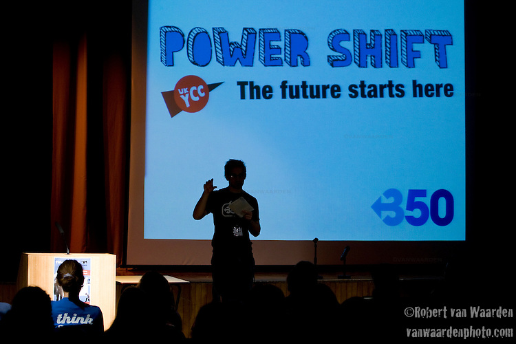 Jeremey Osborne from 350.org speaks to the Powershift crowd. Over 250 young people from all over the UK and the World attended PowerShift in London. The UKYCC PowerShift Conference, held on Oct. 9-12, brought together over 250 young people from across the United Kingdom and the world to discuss climate change. The conference taught them how to  organize, build a social movement and take creative and intelligent action to tackle the climate crisis. Institute of Education, London, United Kingdom (2009 ©Robert vanWaarden)