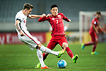 Sydney Wanderers Defender Scott Neville (L) plays against Shanghai FC Forward Wu Lei (R) during the AFC Champions League 2017 Group F match between Shanghai SIPG FC (CHN) vs Western Sydney Wanderers (AUS) at the Shanghai Stadium on 28 February 2017 in Shanghai, China. Photo by Marcio Rodrigo Machado / Power Sport Images