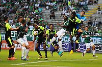 CALI - COLOMBIA -13-07-2016: Andres Mosquera (Izq.) jugador de Deportivo Cali disputa el balón con Diego Novoa (Der.) portero de La Equidad, durante partido entre Deportivo Cali y La Equidad, por la fecha 3 de la Liga Aguila II-2016, jugado en el estadio Deportivo Cali (Palmaseca) de la ciudad de Cali. / Andres Mosquera (L) player of Deportivo Cali vies for the ball with Diego Novoa (R) goalkeeper of La Equidad, during a match between Deportivo Cali and La Equidad for the date 3 for the Liga Aguila II-2016 at the Deportivo Cali (Palmaseca) stadium in Cali city. Photo: VizzorImage  / Nelson Rios / Cont