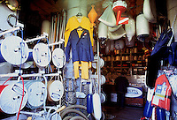 - Genoa, naval supplies store in Sottoripa Porticos....- Genova, negozio di forniture navali in Portico Sottoripa