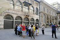- Milano, turisti stranieri visitano il centro città<br /> <br /> - Milan, foreign tourists visit the city center