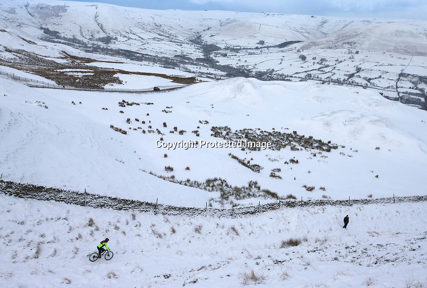 17/01/16<br /> <br /> A cyclists rides down from Mam Tor after overnight snowfall near Edale in the Derbyshire Peak District.<br /> <br /> All Rights Reserved: F Stop Press Ltd. +44(0)1335 418365   +44 (0)7765 242650 www.fstoppress.com