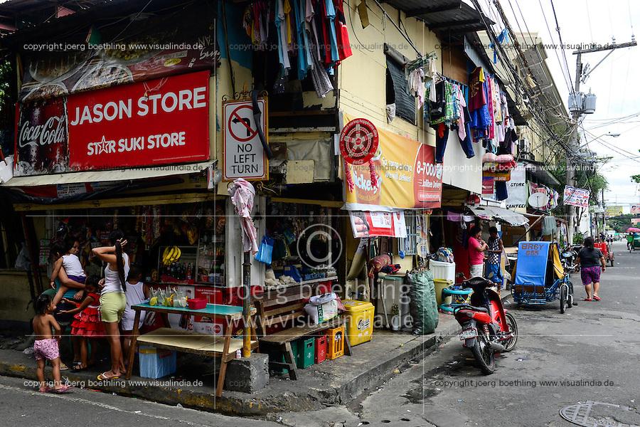 PHILIPPINES, Manila, Intramuros, Slum huts / PHILIPPINEN, Manila, Intramuros, Slumhütten im historischen Zentrum