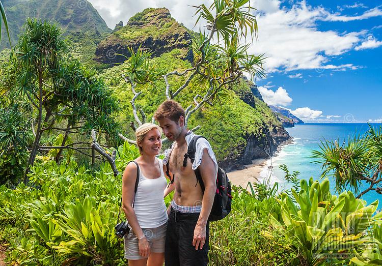 A couple pauses on the Kalalau Trail on their way to Hanakapi'ai Beach, Kaua'i.