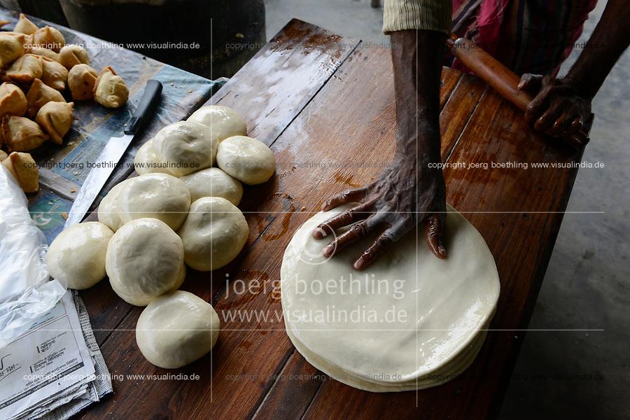 BANGLADESH, Kalihati, preparing indian flat bread Chapathi from wheat dough/ BANGLADESCH, Distrikt Tangail, Kalihati, Zubereitung von Fladenbrot Chapathi aus Teig