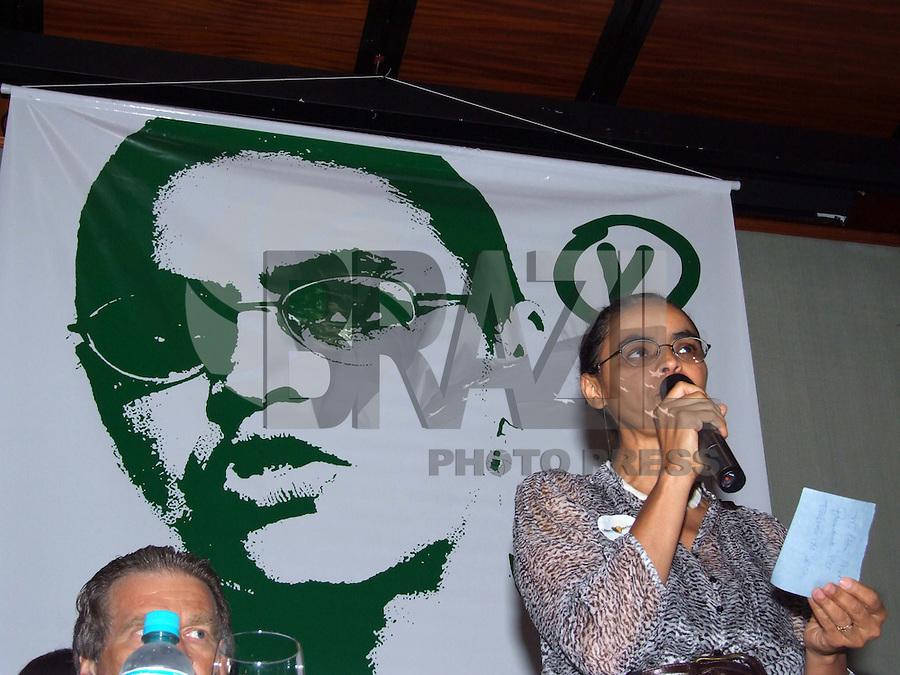 SÃO PAULO, SP, DOMINGO, 30 DE AGOSTO DE 2009 - FILIANÇÃO SENADORA MARINA SILVA NO PV - A senadora Marina Silva se filiou a Partido Verde durante encontro nacional de seus filiados, o partido tem a pretenção de lançar a senadora como candidata ao Palácio do Planalto. No Espaço Rosa Rosarum no bairro de Pinheiros região sul da capital paulista (FOTO: WILLIAM VOLCOV / AGÊNCIA NEWS FREE).