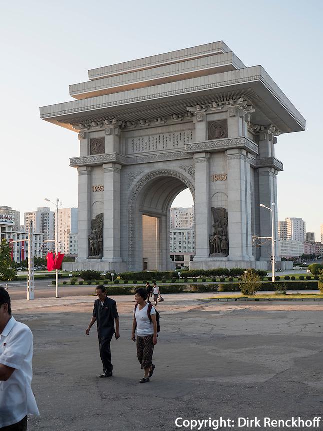 Triumphbogen in Pyongyang, Nordkorea, Asien<br /> triumphal arch, Pyongyang, North Korea, Asia