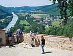 Deutschland, Bayern, Niederbayern, Naturpark Altmuehltal, bei Riedenburg: Ausblick von Burg Prunn ueber das Altmuehltal (Main-Donau-Kanal) | Germany, Bavaria, Lower Bavaria, Natural Park Altmuehltal, near Riedenburg: view from Castle Prunn across Altmuehl Valley (Rhine-Main-Danube-Canal)