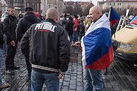 """Am Samstag den 31. Januar 2015 versammelten sich auf dem Staromestske Namesti-Platz (Alststaetter Markt / Old Town Square) in Prag ca. 500 Anhaenger der Pegida-Bewegung. Wie in Deutschland sind die Pegida (Patriotische Europaere gegen die Islamisierung des Abendlandes) Neonazis, Hooligans, Islamsfeinde und sog. """"Besorgte Buerger"""".<br /> Gegen die Pegida-Kundgebung protestierten Vertreter verschiedener Religionen, Antifaschisten, Sinti und Roma mit einem Gottesdienst, Gesaengen und Plakaten und Schildern, auf denen sich zum Teil ueber die Islamophobie der Pegida-Anhaenger lustig gemacht wurde. Beide Veranstaltungen fanden gleichzeitig nebeneinander auf dem Platz statt. Aus der Pegida-Kundgebung kamen immer wieder heftige Beschimpfungen und Neonazis versuchten Gegendemonstranten ein Transparent zu entreissen.<br /> Im Bild: Skinheads.<br /> 31.1.2015, Prag<br /> Copyright: Christian-Ditsch.de<br /> [Inhaltsveraendernde Manipulation des Fotos nur nach ausdruecklicher Genehmigung des Fotografen. Vereinbarungen ueber Abtretung von Persoenlichkeitsrechten/Model Release der abgebildeten Person/Personen liegen nicht vor. NO MODEL RELEASE! Nur fuer Redaktionelle Zwecke. Don't publish without copyright Christian-Ditsch.de, Veroeffentlichung nur mit Fotografennennung, sowie gegen Honorar, MwSt. und Beleg. Konto: I N G - D i B a, IBAN DE58500105175400192269, BIC INGDDEFFXXX, Kontakt: post@christian-ditsch.de<br /> Bei der Bearbeitung der Dateiinformationen darf die Urheberkennzeichnung in den EXIF- und  IPTC-Daten nicht entfernt werden, diese sind in digitalen Medien nach §95c UrhG rechtlich geschuetzt. Der Urhebervermerk wird gemaess §13 UrhG verlangt.]"""