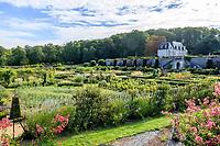 France,  Indre-et-Loire (37), Chançay, jardins du château de Valmer, le potager et le petit Valmer vu depuis la tour de l'Âne