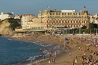 France, Aquitaine, Pyrénées-Atlantiques, Pays Basque, Biarritz: La Grande Plage et l'hôtel du Palais  //  France, Pyrenees Atlantiques, Basque Country, Biarritz: The Grande Plage and the Hotel du Palais or Eugenie Palace