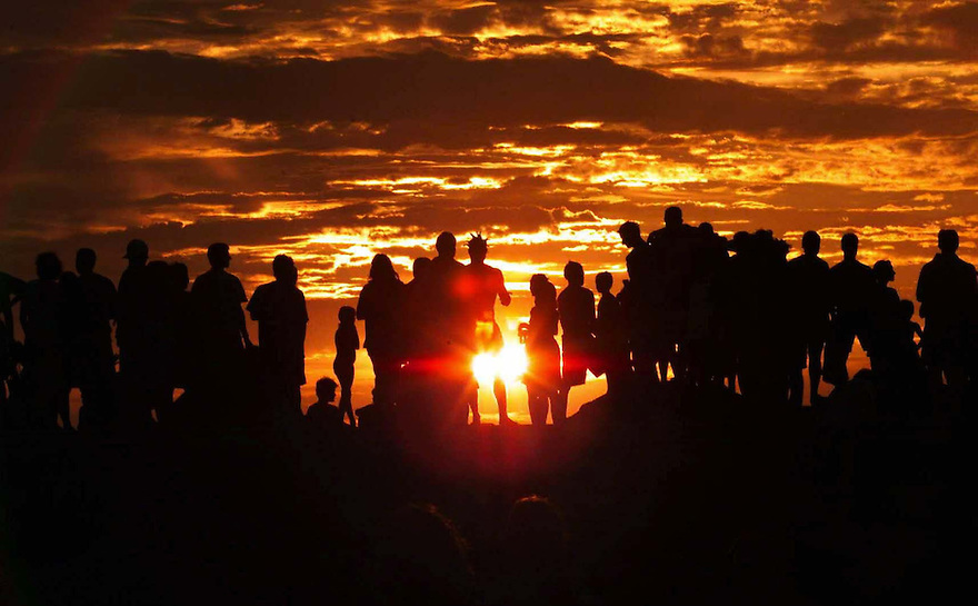 GEN COTTESLOE 3 31/12/99 --pic by Trevor Collens--Pics from WASO concert at Cottesloe.. people watch the last sunset from the groyne
