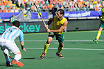 The Hague, Netherlands, June 13: Jamie Dwyer #1 of Australia tries to score during the field hockey semi-final match (Men) between Australia and Argentina on June 13, 2014 during the World Cup 2014 at Kyocera Stadium in The Hague, Netherlands. Final score 5-1 (3-0)  (Photo by Dirk Markgraf / www.265-images.com) *** Local caption ***