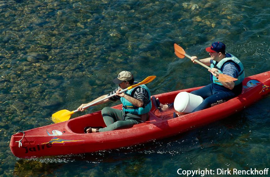 Kanufahrer auf Rio Sella, Arriondas, Asturien, Spanien