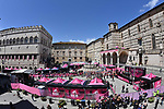 Sign on before the start of Stage 11 of the 2021 Giro d'Italia, running 162km from Perugia to Montalcino, (Brunello di Montalcino Wine Stage), Italy. 19th May 2021.  <br /> Picture: LaPresse/Gian Mattia D'Alberto | Cyclefile<br /> <br /> All photos usage must carry mandatory copyright credit (© Cyclefile | LaPresse/Gian Mattia D'Alberto)