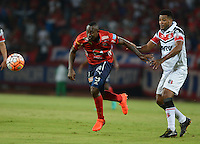MEDELLÍN -COLOMBIA-21-09-2016. Juan F Caicedo jugador de Independiente Medellín de Colombiadisputa el balón con Allan Vieira jugador de Santa Cruz de Brasil durante partido de ida, octavos de final, por la Copa Sudamericana 2016 jugado en el estadio Atanasio Girardot de la ciudad de Medellín. / Marlon Piredrahita player of Independiente Medellin of Colombia vies for the bal with Allan Vieira player of Santa Cruz of Brazil during first leg match, knockout stages, for the Southamerican Cup 2016 played at Atanasio Girardot stadium in Medellin city. Photo: VizzorImage/ León Monsalve /