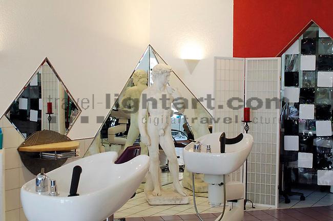 Hairline-Studio in Balzers .Von links: Carolin, Andrea und Sandra..©Paul Trummer, Mauren / FL.www.travel-lightart.com..